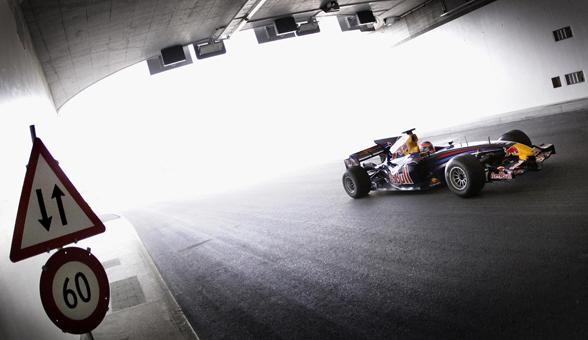 Bolidem F1 po autostradzie i do Rumunii