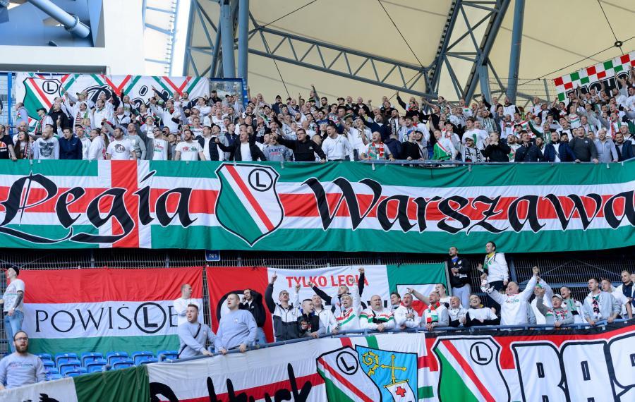 Kibice Legii Warszawa podczas meczu piłkarskiej Ekstraklasy z Lechem Poznań