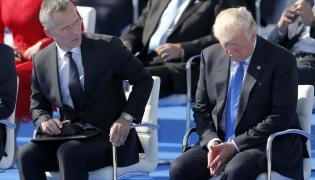 Prezydent USA Donald Trump i sekretarz generalny NATO Jens Stoltenberg na szczycie państw sojuszu