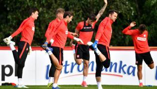 Radosław Majecki, Grzegorz Krychowiak, Paweł Wszołek i Łukasz Fabiański, podczas treningu piłkarskiej reprezentacji Polski w Warszawie