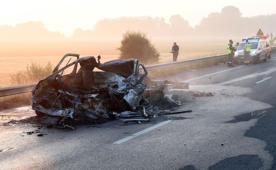 Spalony van koło Calais