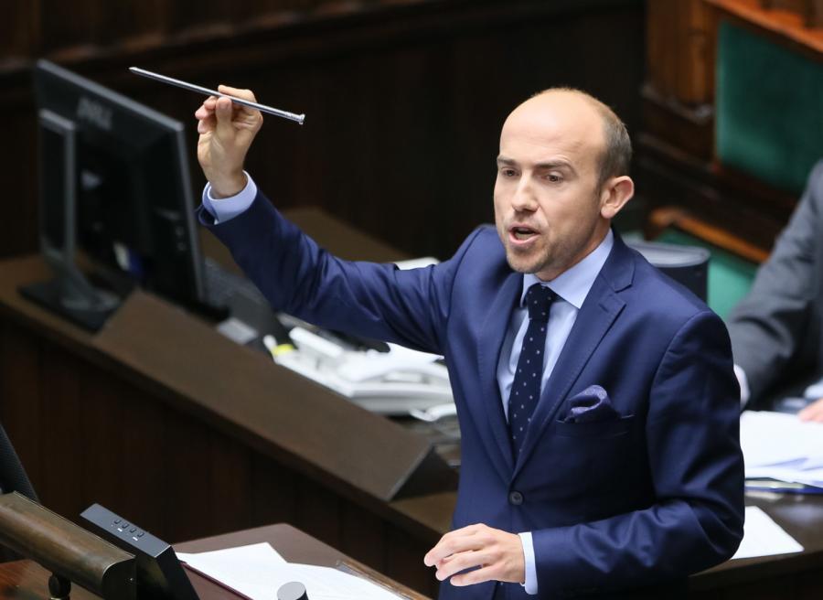 Poseł PO Borys Budka przemawia podczas obrad Sejmu, 5 bm. Sejm zajmuje się na posiedzeniu wnioskiem PO o wotum nieufności dla ministra spraw wewnętrznych i administracji Mariusza Błaszczaka.