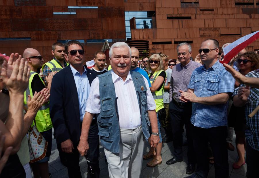 Lech Wałęsa w czasie protestu przeciwko ustawie o SN