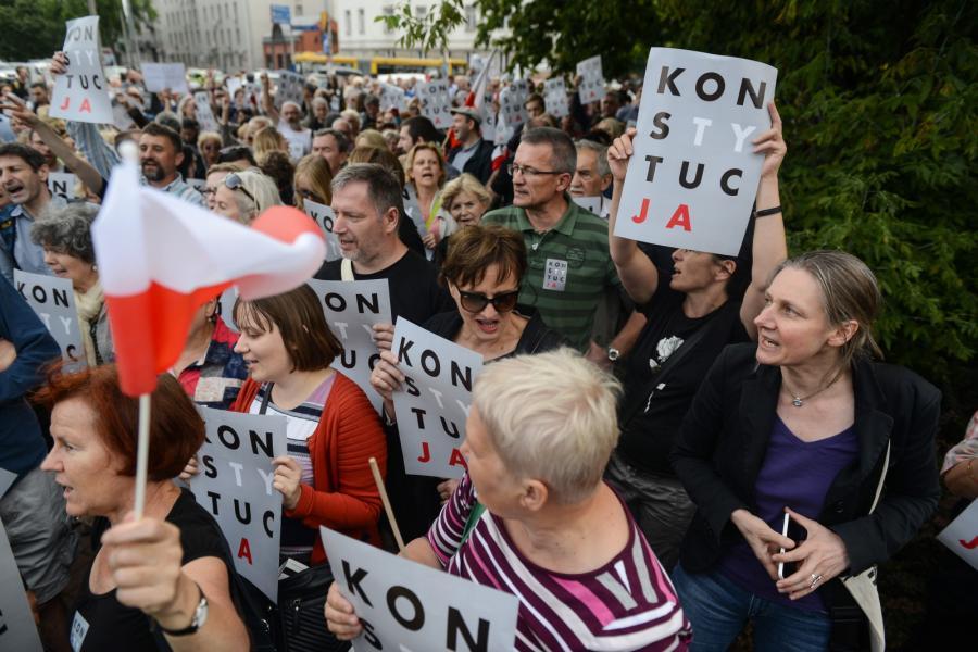 Protest przed warszawską siedzibą PiS.
