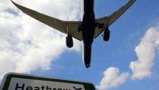 Samolot lądujący w Londynie