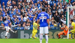 Karol Linetty strzela gola w meczu z Chievo
