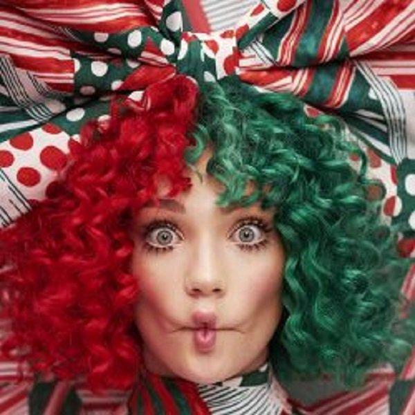 """""""Everyday Is Christmas"""" to pierwszy świąteczny album Sia - ośmiokrotnie nominowanej do nagród Grammy australijskiej wokalistki, kompozytorki i producentki.  Wydawnictwo w całości składa się z nowych utworów wyprodukowanych przez słynnego producenta i kompozytora Greg Kurstin (m.in. Adele, Tegan And Sara). Wśród kompozycji znajdują się m. in. singiel """"Santa's Coming For Us"""", """"Candy Cane Lane"""", """"Ho Ho Ho"""", """"Puppies Are Forever"""", a także piękne ballady """"Underneath The Christmas Lights"""", """"Snowman"""" oraz """"Snowflake"""". Sia; """"Everyday Is Christmas""""; Warner Music"""