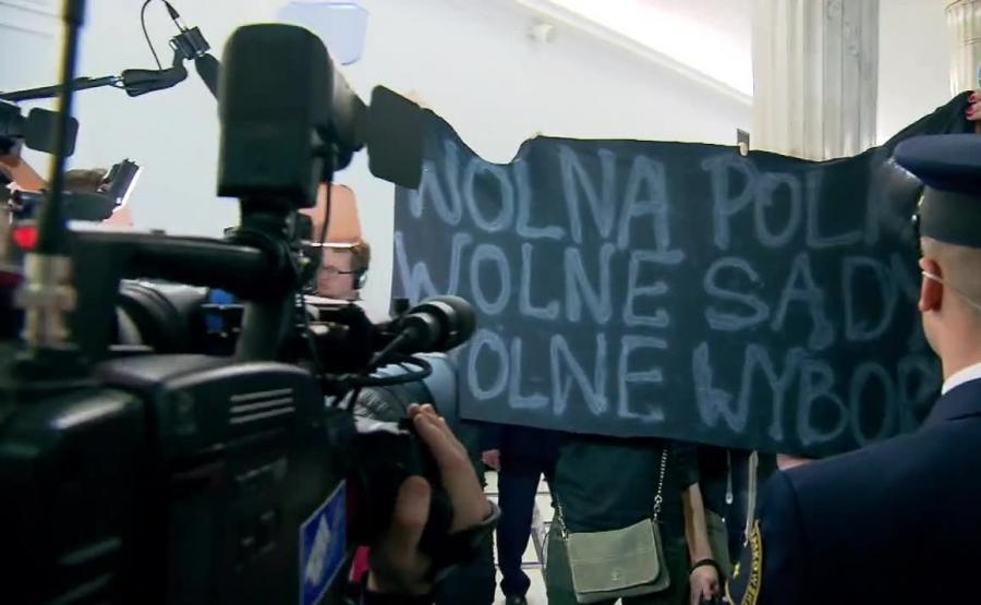 Protest na sejmowm korytarzu