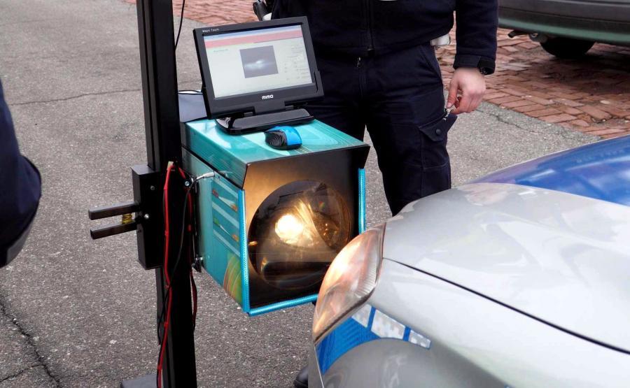 Zdaniem ITS drogówka powinna mieć odpowiedni sprzęt i bardziej skrupulatnie badać stan reflektorów
