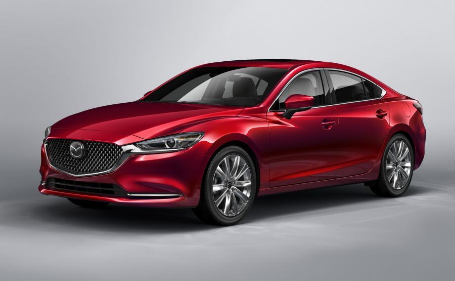 Mazda 6 jest seryjnie wyposażona w reflektory diodowe