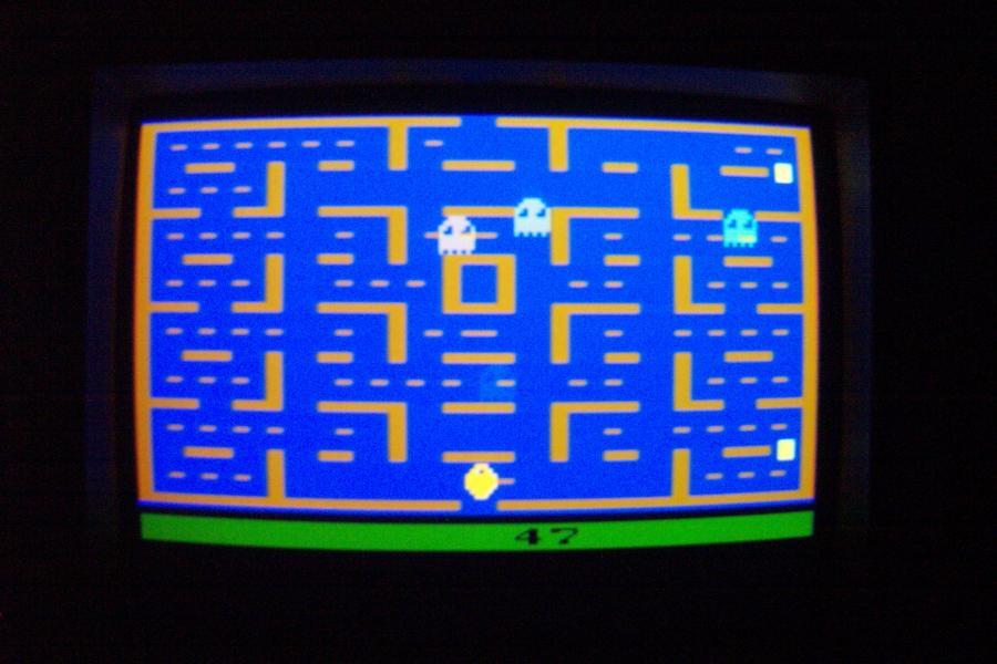 Komputer ze sztuczną inteligencją wygrywa sam ze sobą w Pac-Mana