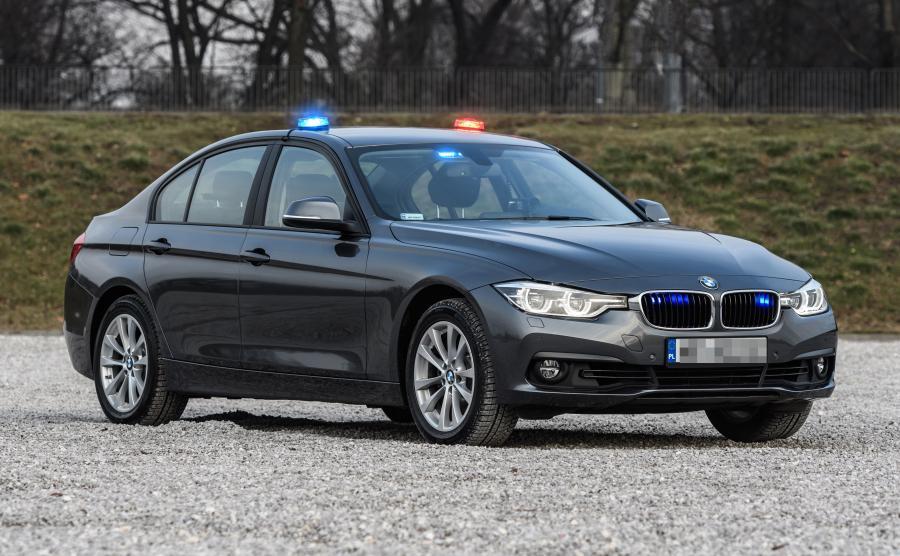 Pierwsza pula 40 samochodów BMW 330i xDrive wyjechała na polskie drogi jako nieoznakowane radiowozy policji