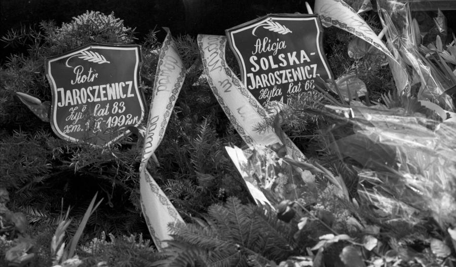 Pogrzeb byłego premiera PRL Piotra Jaroszewicza i jego żony Alicji Solskiej-Jaroszewicz