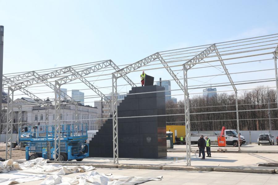 Pomnik ofiar katastrofy smoleńskiej w Warszawie