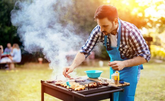 Przygotowywanie posiłku z grilla