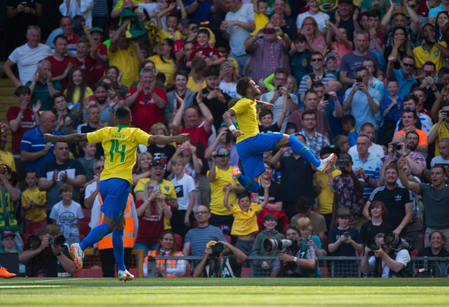 Neymar (z prawej)