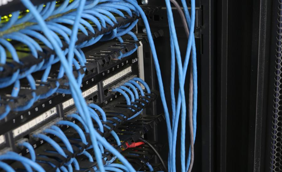Kable w serwerowni