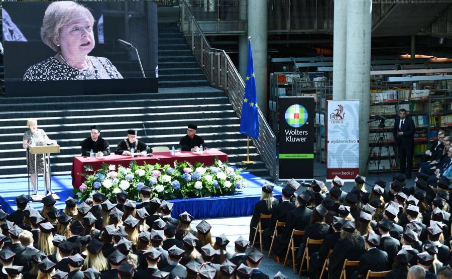 Pierwsza Prezes SN prof. Małgorzata Gersdorf przemawia na UW podczas zakończenia roku akademickiego