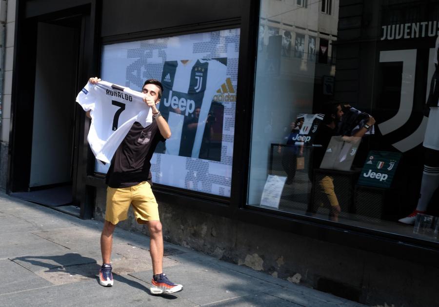 Kibic z koszulką Ronaldo