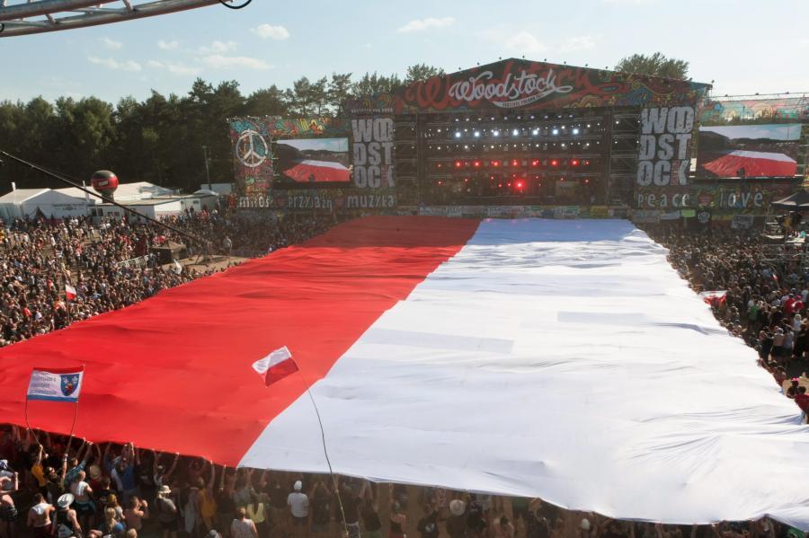 Polska flaga na Przystanku Woodstock