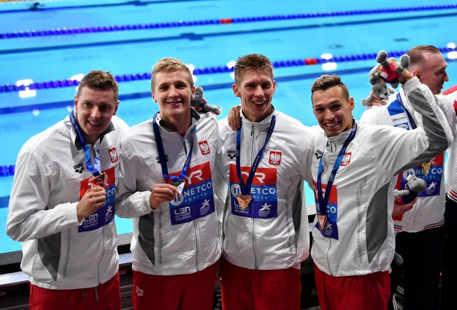 Jan Świtkowski (2P), Konrad Czerniak (L), Jakub Kraska (2L) i Kacper Majchrzak (P), zdobyła brązowy medal w wyścigu na 4x100 m stylem dowolnym