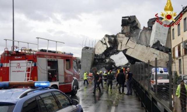 Runął wiadukt na autostradzie w Genui. Liczba ofiar może być duża [DRAMATYCZNE ZDJĘCIA]