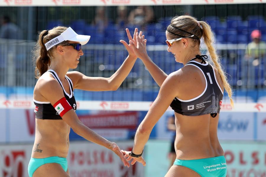 Monika Brzostek (L) i Aneta Kaczmarek (P)