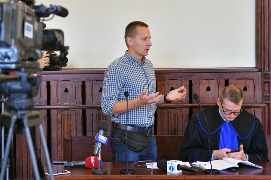 Były ksiądz Jacek Międlar na sali Sądu Rejonowego we Wrocławiu.