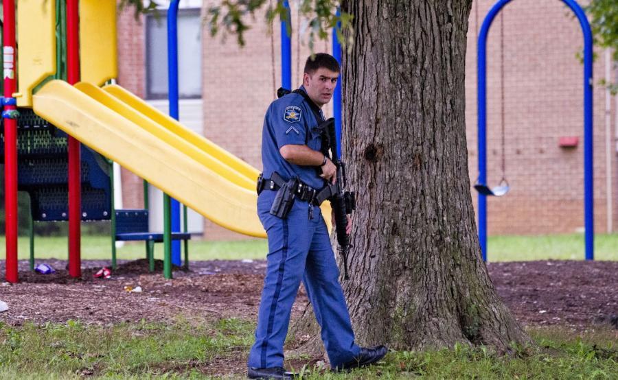 Policjant na miejscu strzelaniny w Aberdeen