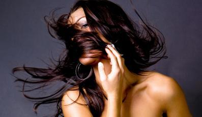 Od 5 do 15 proc. kobiet ma nadmierne owłosienie!