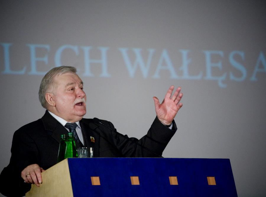 Lech Wałęsa w rok zarobił ponad milion