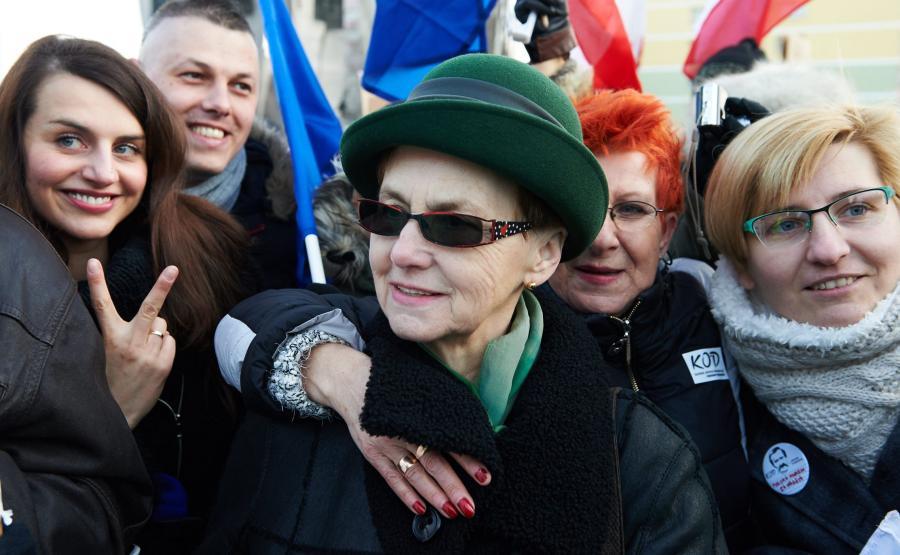 Danuta Wałęsa na manifestacji KOD