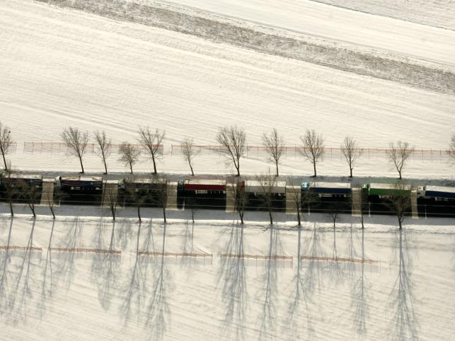 Przed wschodnią granicą wciąż kilkudziesięcio kilometrowe kolejki ciężarówek
