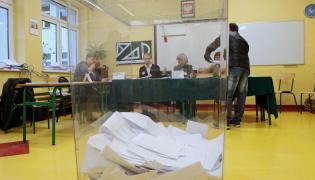 Głosowanie w Obwodowej Komisji Wyborczej nr 19 w Zakopanem, gdzie wydano niewłaściwe karty do głosowania w wyborach do rady miasta