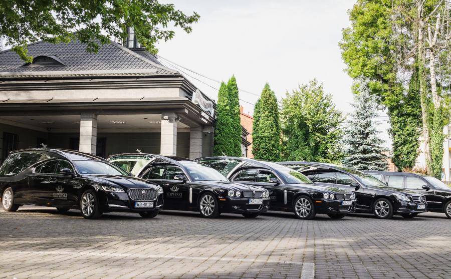Flota samochodów pogrzebowo-ceremonialnych