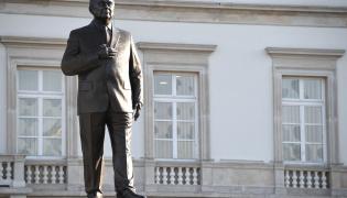 Pomnik Lecha Kaczyńskiego na pl. Piłsudskiego