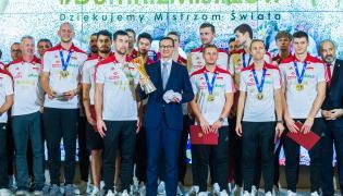 Mateusz Morawiecki i polscy siatkarze