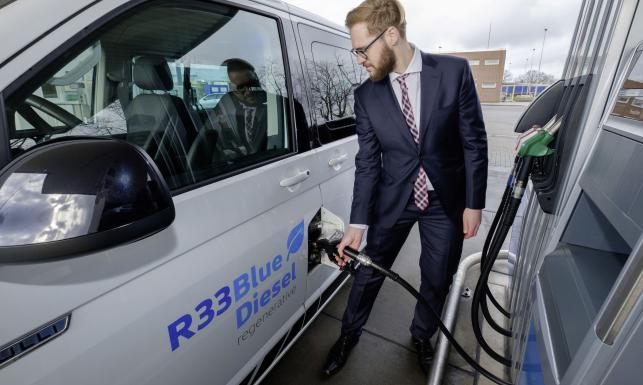 Stworzyli nowatorskie paliwo przyszłości bezpieczne dla obecnych silników. I już tankują je do aut