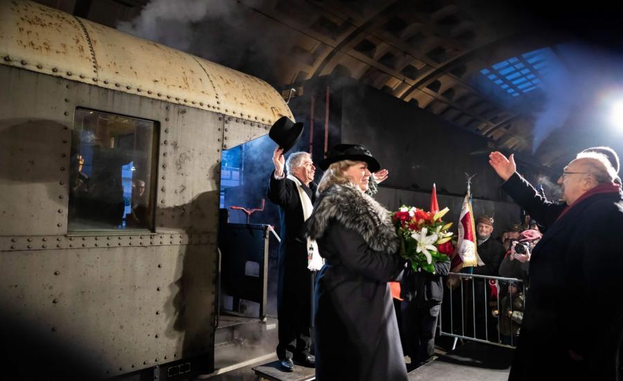 Inscenizacja przyjazdu Ignacego Jana Paderewskiego na dworzec kolejowy w Poznaniu, rozpoczęła główne obchody 100. rocznicy wybuchu powstania wielkopolskiego