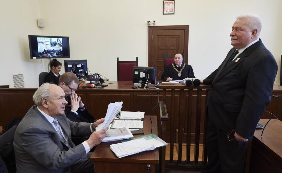 Henryk Jagielski i Lech Wałęsa podczas rozprawy w grudniu 2017