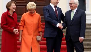 Iveta Vejone, Elke Buedenbender oraz Raimonds Vejonis i Frank-Walter Steinmeier