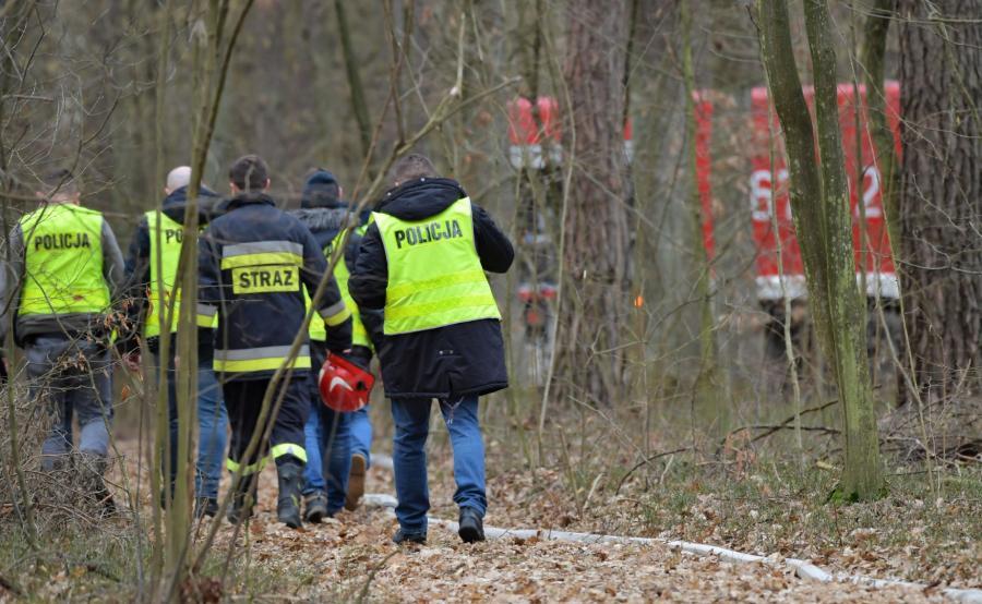 Ratownicy na miejscu katastrofy MiG-29