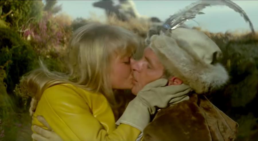 Magdalena Zawadzka i Tadeusz Łomnicki w niezapomnianej scenie z filmu \