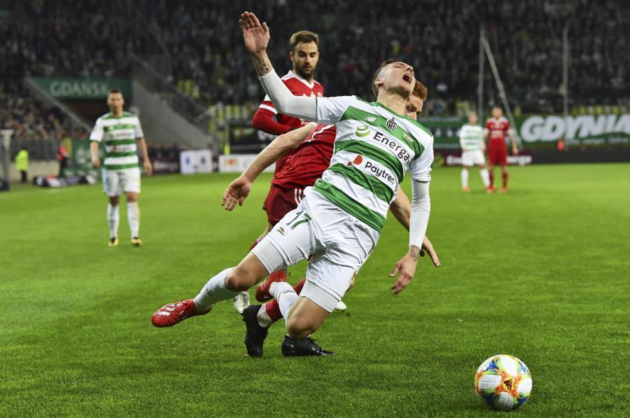 Piłkarz Lechii Gdańsk Lukas Haraslin (C) podczas meczu Ekstraklasy z Piastem Gliwice
