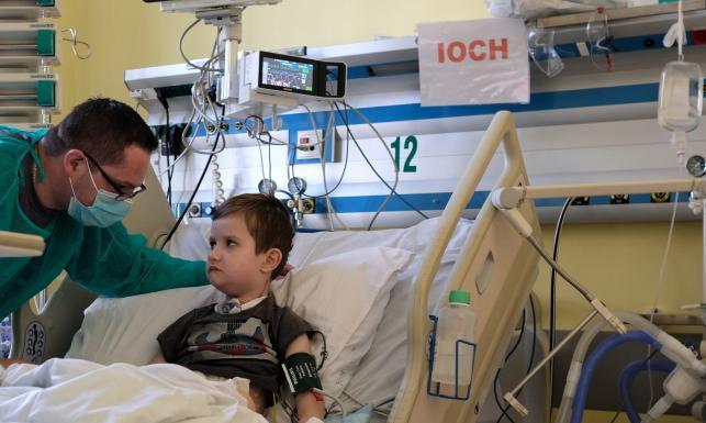 Sześcioletni Tymek po przeszczepie. Połknął chemikalia, ratowali go lekarze
