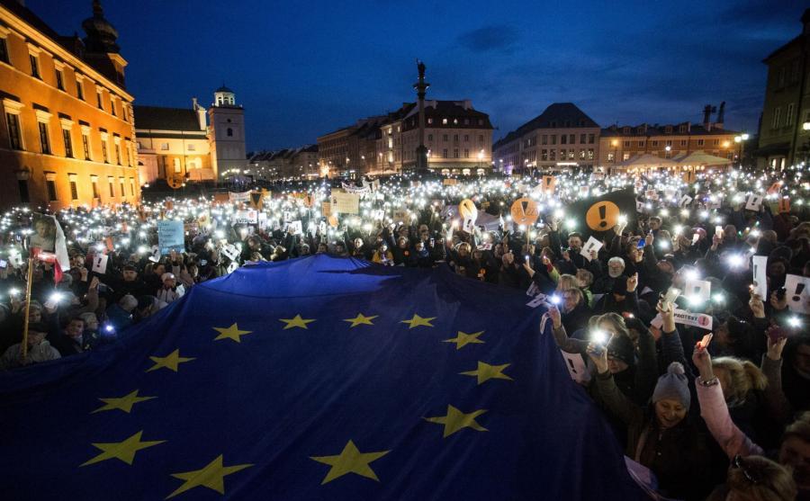Światełko dla nauczyciela - demonstracja w Warszawie