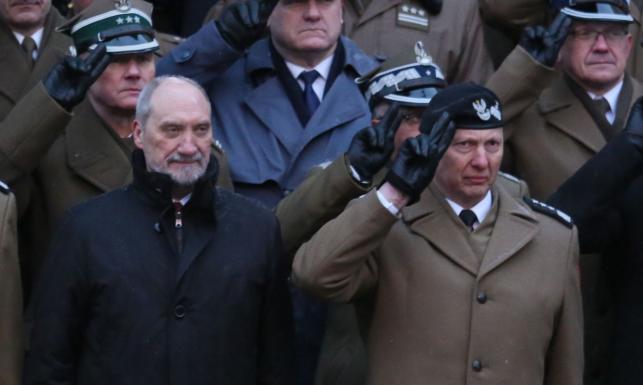 Gen. Różański pod ostrzałem Macierewicza. Po wywiadzie byłego szefa MON dla DGP jest stanowcza odpowiedź generała