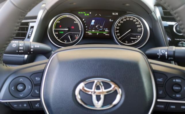 Toyota Camry 2.5 Hybrid e-CVT Executive