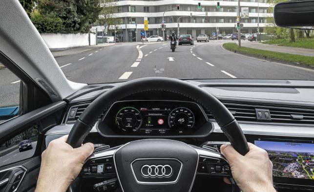 Audi na zielonej fali