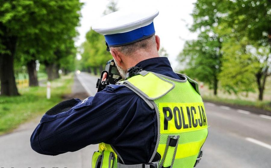 Pomiar prędkości przez policjanta